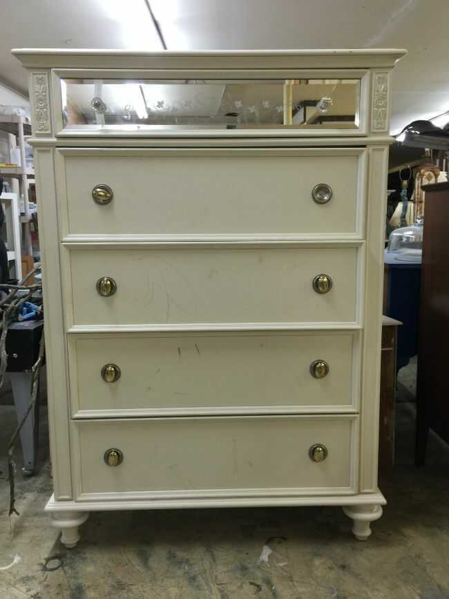 It's F* UP FRIDAY! Furniture Upcycle Friday is here!! Check out this fabulous furniture makeover uisng ReMARKable Dry Erase Coating.