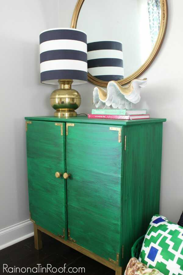 Get your dose of Christmas furniture inspiration with these Velvet Finishes painted pieces in red, green, and white! Velvet Finishes Furniture Paint!