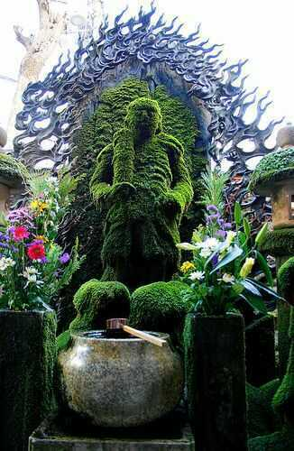 Let's step outside and take a look at these gorgeous Topiary Gardens around the world...there are many different sizes and shapes of gardens.