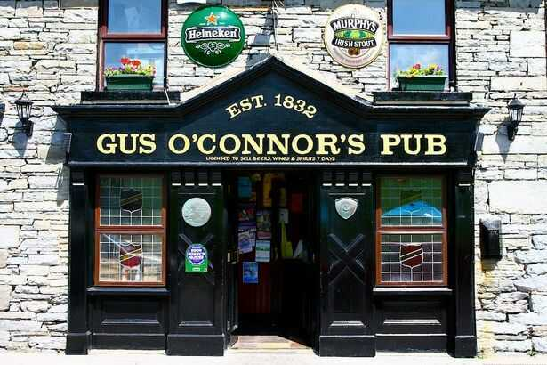There's nothing quite like an old-fashioned Irish pub, and the older the better. Here are 7 must-visit pub crawls in Ireland.