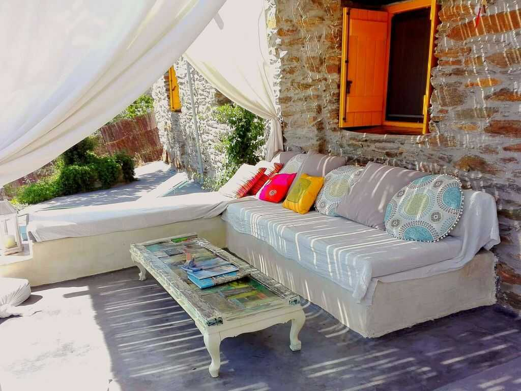 Amazing farmhouse vacations around the globe. Country estates for your holiday in England, Italy, France, Greece, Portugal or Morocco #farmhouserental