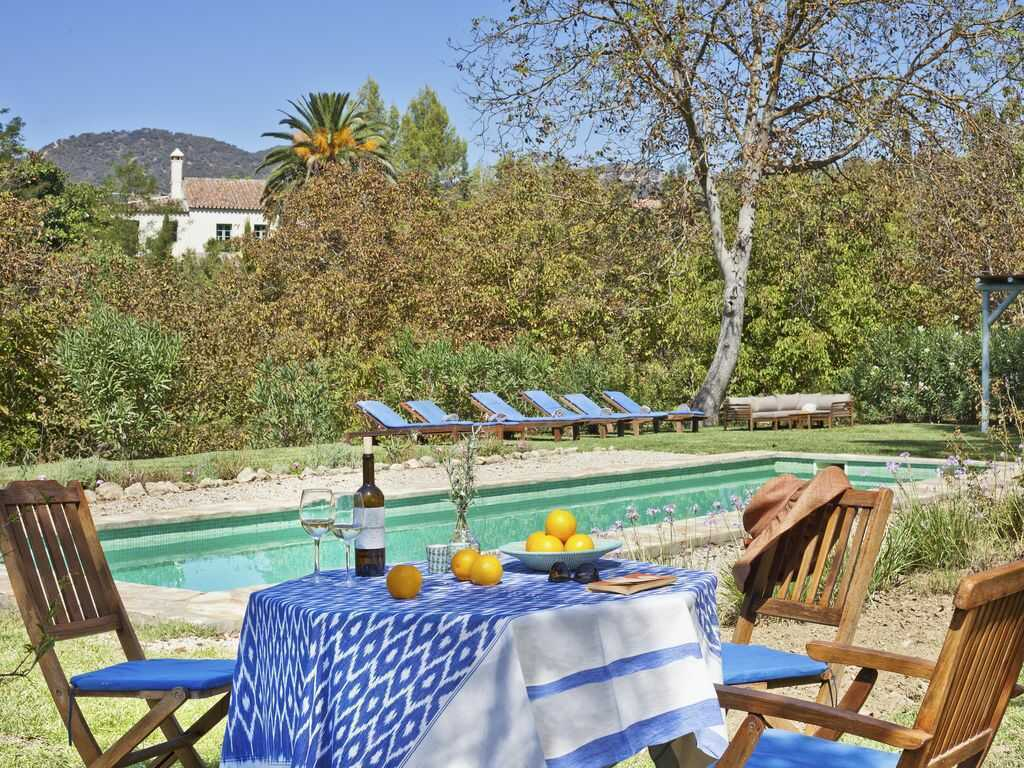 Amazing farmhouse vacations around the globe. Country estates for your holiday in England, Italy, France, Greece, Portugal or Morocco. #farmhousevacationrental