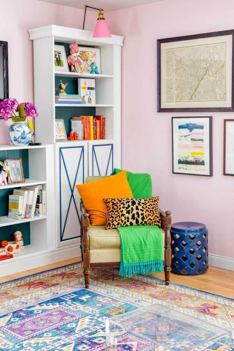 Get ready for colorful farmhouse vibes and see how easy it is to add color to a farmhouse interior! Even Joanna Gaines would approve.
