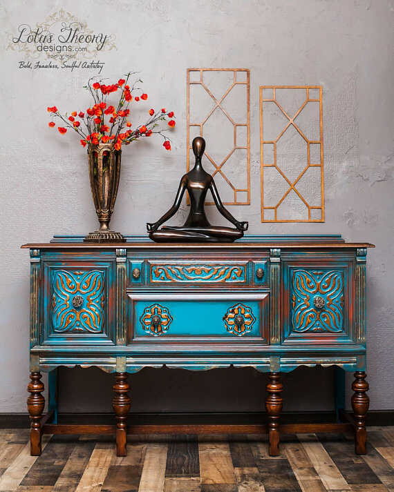 How to Blend & Layer Paint on your painted furniture projects. Learn the furniture painting technique of blending and layering multiple colors while painting furniture to achieve a gorgeous finish. The layered painting technique is truly one of a kind.
