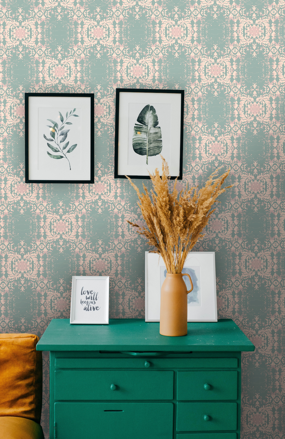 In vivid and subtle shades, green is the perfect way to bring a pop of color into your home. Here are 5 unexpectedly simple ways to go big, bold and beautiful with green this season. 5 Quick Ways to Decorate with Green for Spring - Boho Luxe Home!