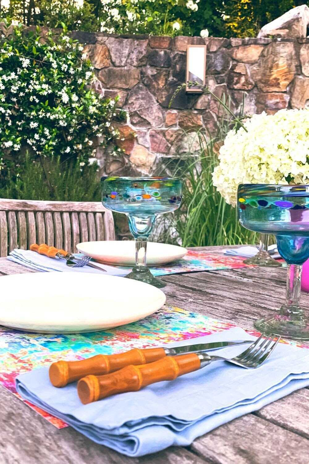 From al fresco mid-week meals to holiday barbecues and formal fêtes, summer brings endless opportunities for entertaining family and friends. Join SmithHönig co-founder Melanie Hönig as she sets the stage for summer dinner parties using vintage dishes and tassels, not-hassles.